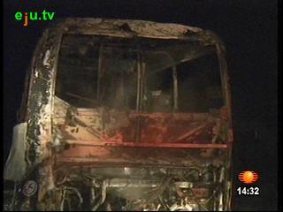 en mexico un autobus de pasajeros se incendio luego de estrellarse en