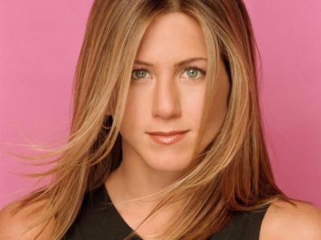 Jennifer Aniston apaga 42 velitas
