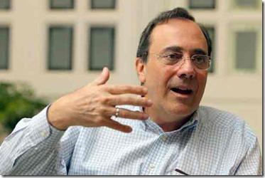 El-escritor-cubano,-Carlos-Alberto-Montaner,-en-una-entrevista.expand