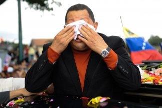 Reapareció Chávez, pero no alejó las dudas
