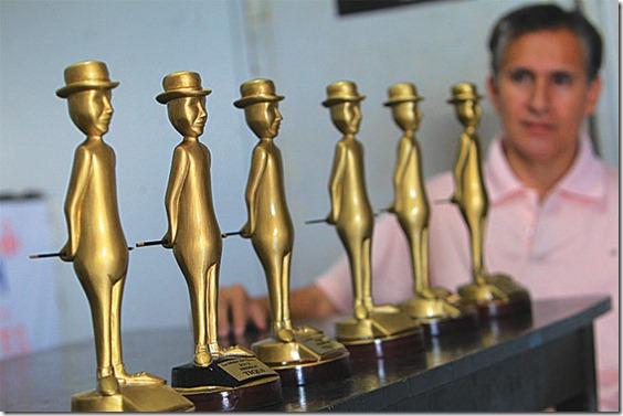 Se entregarán 13 premios a ganadores elegidos por votación y uno seleccionado por la organización.