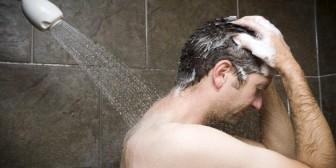 Bañarse con agua fría tiene increíbles beneficios. Conócelos