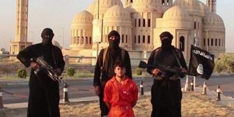 Estado Islámico exhibe decapitación de un soldado kurdo en Irak