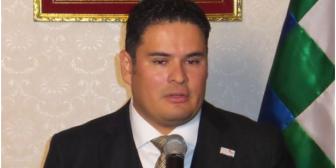 Embajador de Bolivia en Japón dice que conoce al Vice por Tv y que renunció a Toyosa