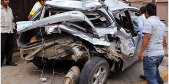 Un camión arrasa con todo a su paso y se lleva una vida