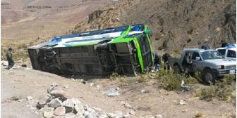 Nueve personas, entre ellos 5 extranjeros, fallecen en un accidente en Oruro