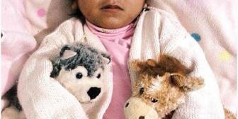 Mickeyla, de 4 años, pasará la vida postrada en una cama por culpa de su padre
