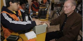 Depuran 7.102 personas en el país y 419 bolivianos en el exterior