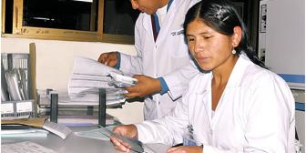 Nancy, la futura médica quechua que luce pollera