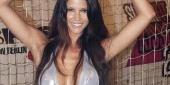 Modelo alemana asume el reto del Ice Bucket Challenge totalmente desnuda