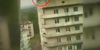 Rusia: Ladrón intentó un escape de película, sin embargo…