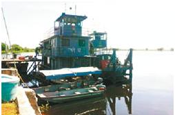 Periodista intentó rescatar sus pertenencias antes del naufragio; militar critica el estado del remolcador