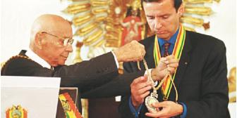 Tuto Quiroga y su pasión por la política; busca el palacio en soledad