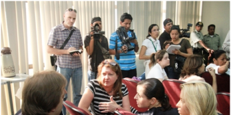 Caso Rózsa. Diplomática acompaña a madre de Dwyer a Bolivia