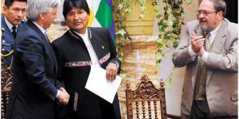 Evo quiere profesionales bolivianos formados en Harvard, Yale y Stanford