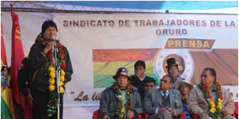 """Critican a periodistas de Oruro por recibir """"prebendas"""" del gobierno de Evo Morales"""