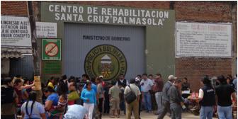 Cuatrocientos policías ingresaron esta madrugada a cárcel de Palmasola