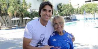 Marcelo Martins  cumple sueño de fanática número uno de 80 años