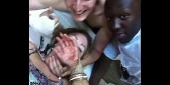 Marruecos: Mujer se toma selfie luego de ser apuñalada en asalto