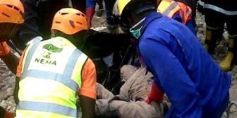Al menos 42 muertos tras derrumbe de un edificio
