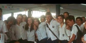 Brasil: Alumnos asisten con faldas a clases en apoyo a compañera