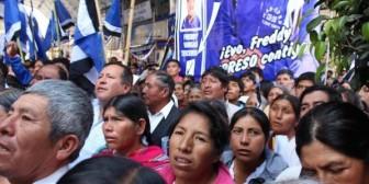Golpean a una mujer por intentar pedir justicia al Presidente Morales en Cliza