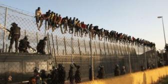 Cerca de 400 inmigrantes intentan un nuevo salto de la valla en Melilla