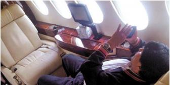 Evo, criticado en Bolivia por derrochar recursos, pide en el Vaticano acabar con el lujo
