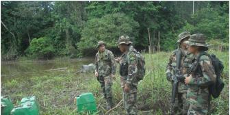 Cocaleros del Chapare mantienen de rehenes a 16 policías antidroga