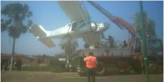 Una avioneta cae en una avenida de Trinidad