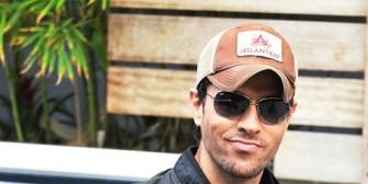 Demandan a Enrique Iglesias por no pagar derechos de autor