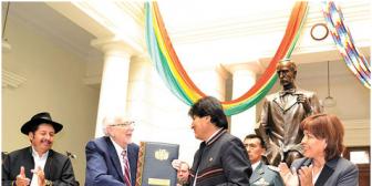 En Bolivia, familias pueden elegir desde hoy el orden de apellidos de sus hijos