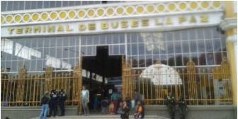 Pasajero muere al llegar a la terminal de buses de La Paz