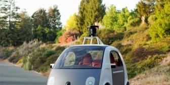 Lo nuevo de Google: en busca de socios para hacer un coche auto pilotado