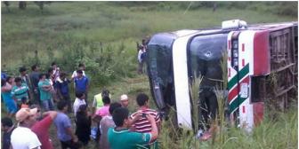 5  muertos y 22 heridos en carretera Cochabamba-Santa Cruz; motociclista provoca trágico accidente