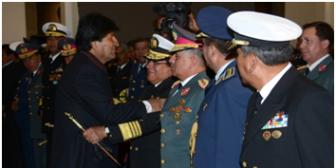 Evo posesiona a nuevo Alto Mando Militar de las FFAA, tras denuncias de irregularidades en ascensos a generales
