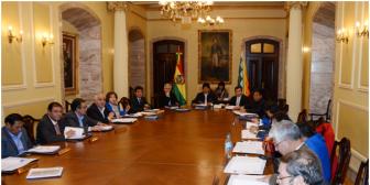 Evo instruye a ministros preparar a Bolivia para enfrentar problemas económicos