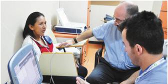 Evo anuncia ley para que médicos del Estado no trabajen en consultorios privados
