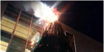 Gigante árbol de Cine Center se incendia antes de Navidad