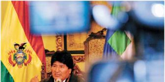 Presidente Morales pide a sus ministros 'prepararse' para salir o quedarse