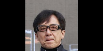 Jackie Chan está avergonzado por cargos contra su hijo