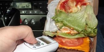 Lanzan un gadget para detectar si escupieron en la comida