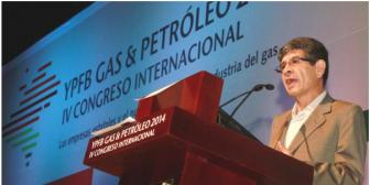 Evo llora muerte de presidente de YPFB, Carlos Villegas y declara duelo nacional