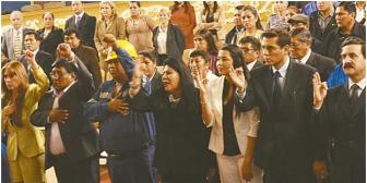 Mujeres se consolidan en cargos políticos de Bolivia