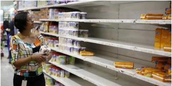 Escasez en Venezuela: Mujeres se la ingenian para cubrirse en días menstruales