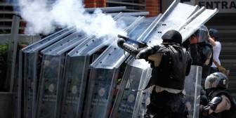 Maduro endurece la represión: autorizó el uso de armas de fuego contra las protestas