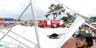 Toldos caen en feria vallegrandina y 10 personas resultan heridas
