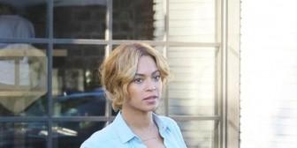 Beyoncé sale a comer con su marido sin sujetador