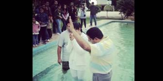 Helen Aponte se bautizó enla Iglesia cristiana