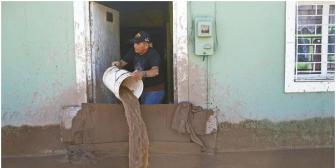 Pese a las malas relaciones, Evo envía ayuda a Chile y evalúa apoyo a bolivianos